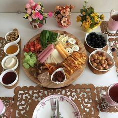 Image about food in Confectionery by S a r a h Breakfast Presentation, Healthy Breakfast Menu, Food Presentation, Breakfast Table Setting, Breakfast Platter, Turkish Breakfast, Food Platters, Food Decoration, Turkish Recipes