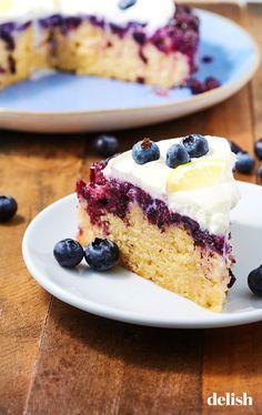 Blueberry-Lemon upside-down cake recipe yummy food рецепты, Blueberry Upside Down Cake, Upside Down Cakes, Strawberry Upside Down Cake, Just Desserts, Dessert Recipes, Sweet Desserts, Blueberry Recipes, Lemon Blueberry Cakes, Cake Toppers