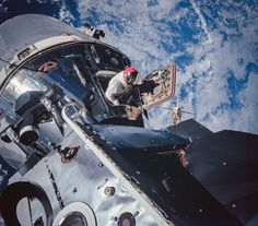 16 Incredible Color Corrected Photos from the Apollo Missions - PopularMechanics.com