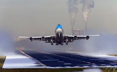 http://www.photosjunction.com/contents/member/aircraft/photos/Commercial-Plane-HD-Photo-652fc82.jpg