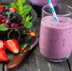 Diesen Low-Carb Eiweißshake mit Quark, Brombeeren und Erdbeeren und viele weitere schnelle Shakes-Rezepte für Deine Diät findest Du auf invikoo.