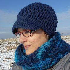 Karin aan de haak: Gehaakte muts met klep