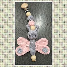 Gehaakte kinderwagen/Maxi-Cosi hanger met vlinder
