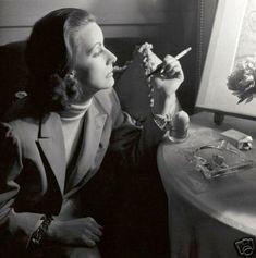 GRETA GARBO 8x10 PICTURE RARE CANDID SMOKING PHOTO