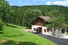 A l'Orée des Bois  Rustig gelegen houten chalet met bubbelbad nabij langlauf- en skimogelijkheden  EUR 420.98  Meer informatie  #vakantie http://vakantienaar.eu - http://facebook.com/vakantienaar.eu - https://start.me/p/VRobeo/vakantie-pagina