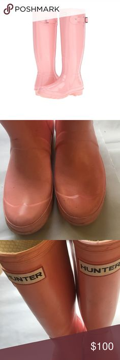 LIGHT PINK GLOSSY HUNTER PINK RAINBOOTS 6 Glossy light pink Rainboots, it has its wear on the front of the shoes. In photo 2. Nothing is wrong they are still in good condition.  Size 6. Hunter Boots Shoes Winter & Rain Boots
