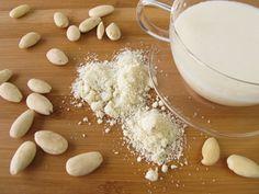 Eine guter Alternative zur Kuhmilch: Mandelmilch selber machen   eatsmarter.de