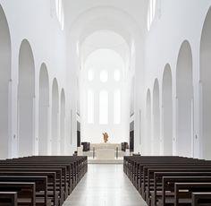 Interior Remodeling of St. Moritz Church / John Pawson. Image © Hufton+Crow