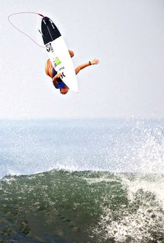 John Florence  Everyone Absolutely mental shot by Duncan Macfarlane #increible