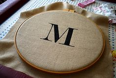 "Burlap Monogram Embroidery Hoop door ""wreath"""