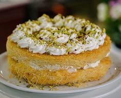 Κανταΐφι ανατολίτικο με κρέμα και σιρόπι... ένα υπέροχο, λαχταριστό γλυκό σε μια εναλλακτική εκδοχή τουπου μας θυμίζει το αγαπημένο σε όλους μας κιουνεφέ ή Vanilla Cake, Sweet Recipes, Flora, Food And Drink, Pie, Sweets, Desserts, Cakes, Torte