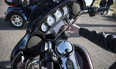 The 2018 Street Glide Special offers top-end touring technology on stripped down bagger style. This is a hot rod custom bagger pushed to redline. Harley Davidson Street Glide, Harley Davidson Touring, Harley Davidson Motorcycles, Davidson Bike, Modelos Harley Davidson, Street Glide Special, Usa, Events, News