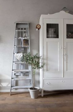 white armoire and shabby ladder ♥ Vintage Ladder, Rustic Ladder, Ladder Decor, Antique Ladder, Ladder Shelves, Antique Cupboard, Swedish Decor, Shabby Chic Style, Home Decor Inspiration