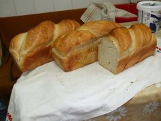 Pâine de casa - imagine 1 mare Cinnabon, Romanian Food, Our Daily Bread, Scones, Bread Recipes, Biscuits, Muffins, Brunch, Food And Drink