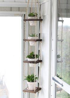 suspension pour pots de fleurs faite maison en étagères de bois et en corde