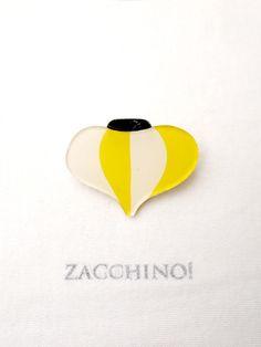 Zacchino!のゆるいイラストがブローチになりました。イラストはひとつひとつ手描きで、丁寧に作っています。「灯篭」をモチーフにしたちょっとユニークなアクセ...|ハンドメイド、手作り、手仕事品の通販・販売・購入ならCreema。