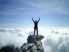Los consejos nunca están de más a la hora de guiar y servir de asesor a todos esos emprendedores que persiguen el gran sueño de ver solidificado su propia empresa. El éxito es esa meta a la cual toda persona quiere llegar, pero sabemos de antemano que es un camino lleno de obstáculos, tropiezos y dificultades que surgirán inmediatamente desde que concebimos la idea. De nosotros depende planificar y gestionar de forma exitosa todos los aspectos que conlleva llevar una idea al plano físico y…