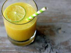 Una rica agua fresca de piña con un toque de jengibre. Esta receta es Ideal para el verano, el toque de la piña con el jengibre encantará a todos.