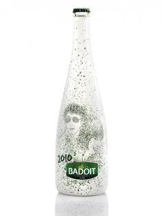 A l'occasion des fêtes de fin d'année, la boutique Colette a sélectionné son oeuvre favorite du concours lancé aux Beaux-Arts de Paris pour imaginer les bouteilles de Noël de la marque Badoit. La création gagnante habille la bouteille Badoit verte...
