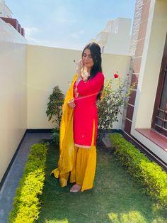 Indian Dresses, Indian Outfits, Wedding Dresses For Girls, Girls Dresses, New Kurti Designs, Punjabi Fashion, Aesthetic Eyes, Study Hard, Stylish Girl Pic
