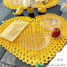 Standard yellow heart set on crochet with graphic - Crochet Pattern Yarns Note that this pattern romantic American support store, much like crochet think detales make all the difference in special environments . Crochet Kitchen, Crochet Home, Love Crochet, Crochet Crafts, Crochet Projects, Knit Crochet, Crochet Placemats, Crochet Doilies, Crochet Flowers