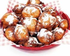 Fried Oliebollen (Dutch Doughnuts) Recipe with Raisins, Granny Smith Apple, Dried Currants, and Powdered Sugar Beignets Soufflés, Raisin Recipes, Carnival Food, Baked Doughnuts, Donuts, Bon Dessert, Candy Cookies, Grocery Coupons, French Tips