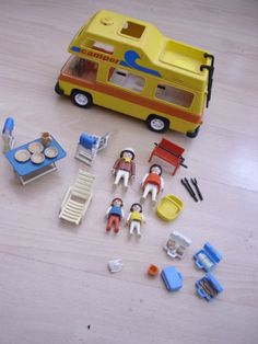 VINTAGE-PLAYMOBIL-CAMPER-VAN-DATED-1977-WITH-4-FIGURES-AND-ACCESSORIES