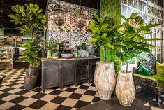 Interior Design - Home Decor Heart Casa Magna, House Plants Decor, Plant Decor, Moroccan Decor, Moroccan Tiles, Interior Decorating, Interior Design, Cafe Interior, Ficus