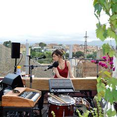 La Maria Coma en concert a la terrassa del Portal 22