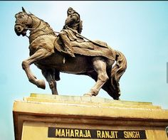 Great Sandhawalia Jat ruler Maharaja Ranjit Singh statue at Amritsar (Punjab) Warriors Standing, Great Warriors, Parliament Of India, Maharaja Ranjit Singh, King Company, Great King, Stand Tall, Archaeology, Exchange Rate