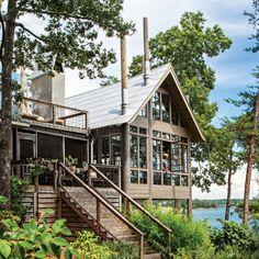 Lake House in the Trees - Southern Living - Designer Richard Tubb gives his Alabama lake house a glass-walled addition that blurs the boundaries between inside and out. Life Design, Deco Design, House Design, Design Design, Lake Cabins, Cabins And Cottages, Interior Exterior, Exterior Paint, Interior Design
