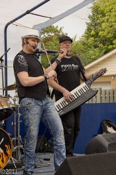 Fiddlestix at the Beeton Honey and Garden Festival. Photo taken by Kevin Lovely and used by permission.