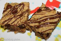 {Healthy-ish} Peanut Butter Chunk Oatmeal Bars