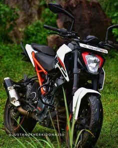 Image may contain: motorcycle and outdoor Duke Motorcycle, Duke Bike, Himalayan Royal Enfield, Sport Bike Helmets, Ktm Rc 200, Ktm Duke 200, Ktm Motorcycles, Bike Photo, Moto Bike