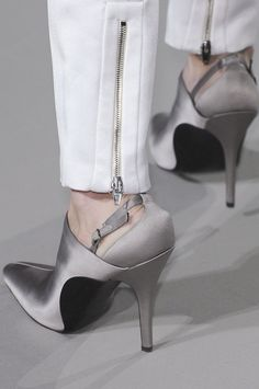 It looks like a MAN is sporting these shoes... YIKES.....just look at those  feet/ankles DOUBLE yikes!!!!