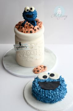 Details on how to make a cookie jar cake and edible Cookie Monster topper!