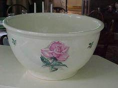 """HLc Kitchen Kraft Rhythm Rose 10"""" Mixing Bowl 1950s NR"""