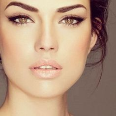 Love this makeup look! Neutral but dramatic eyes with a natural glow.!