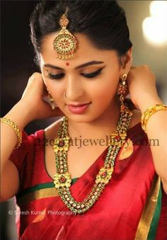 Jewellery Designs: Anushka in Enamel Kundan Set