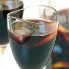 This Spanish inspired summer punch is one of the great classics. Unfortunately it is often adulterated with too much sugar, too many fruits and is then diluted with soda water. Here is the 'proper' recipe. Smooth and mellow, especially if well chilled. Red Wine Sangria, Summer Punch, Food Plus, Homemade Wine, South African Recipes, Homemade Beauty, Allrecipes, Alcoholic Drinks, Beverages