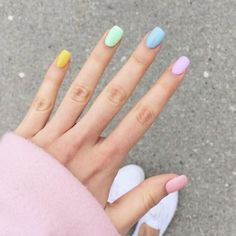 37 Fun Stylish & Trendy Summer Nail Art Designs That You Should Try. The bright and colourful nails,summer manicure trend right now. Summer Gel Nails, Short Gel Nails, Spring Nails, Trendy Nails, Cute Nails, Gel Nagel Design, Rainbow Nails, Rainbow Art, Rainbow Colors