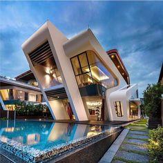 Stunning Modern Home ✨   Via: @lux.toys
