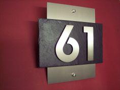 Hochwertige Hausnummer aus Edelstahl und Schiefer