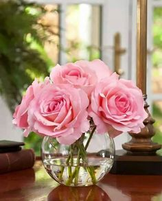 Silk Rose Nosegay - Fleurs : senteurs, charme et transports - Arranjos Fake Flower Centerpieces, Artificial Floral Arrangements, Silk Flower Arrangements, Flower Vases, Artificial Flowers, Flower Decorations, Fake Flowers Decor, Roses Vase, Centerpiece Wedding