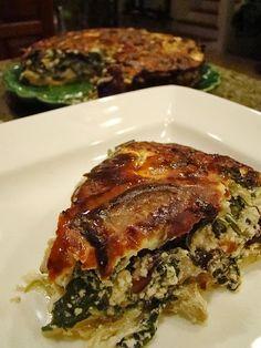 Tarte aux épinards (champignons, tofu, pignons de pin, roquette, fromage crémeux végétal, crème végétale, amandes en poudre