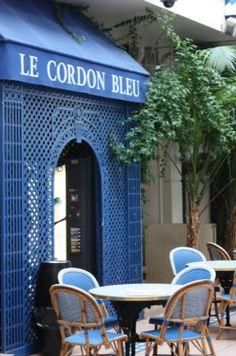 La très célèbre école Le Cordon Bleu en Paris. La plus cosmopolite des capitales gastronomiques du monde, Paris c'est l'assurance de suivre grâce à l'école Le Cordon Bleu une formation culinaire