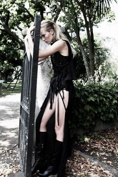 13 Spooky Graveyard Fashion Spreads - From Creepy Cemetery Pictorials to Graveyard Photo Shoots (TOPLIST) Dark Photography, Fashion Photography, Photography Ideas, Fashion Shoot, Editorial Fashion, Dark Fairytale, Dark Fashion, Gothic Fashion, High Fashion