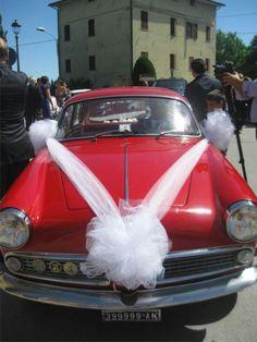 Ciao a tutte!!!Oggi ho preso il tulle per decorare l'auto per il matrimonio..ho provato a cercare tutorial su internet ma non c'è niente di specifico...qualcuna di voi ha qualche idea o lo ha realizzato?? Vi lascio qualche foto di come lo