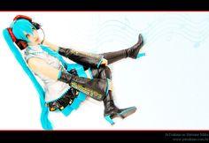 Vocaloid. Character: Hatsune Miku. Cosplayer: Juliana 'aka' Tsukino.From: Enseada, Brazil. Photo: Pandy-Cosplay Brazil 2011.Events: Anime Festival BH 2011, Festival Do Japao 2012 (Mato Grosso)