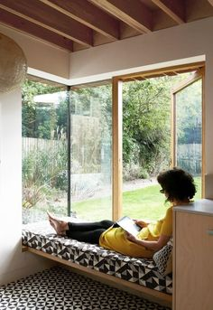 *corner window seat + solid elements Lacy Brick by Pamphilon Architects Interior Architecture, Interior And Exterior, Interior Design, Modern Interior, Bay Window Benches, Window Seats, Window Bed, Brick Extension, Architect House